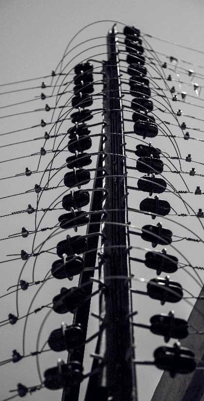 نمای نزدیک فنس الکتریکی